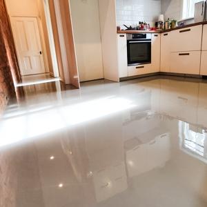 Kitchen floor transformed with cream plain epoxy solution